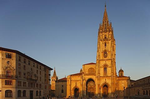 Palacio de Valdecarzana-Heredia, palace, 17th and 18th century, Catedral de San Salvador, cathedral, gothic, Oviedo, Camino Primitivo, Camino de Santiago, Way of Saint James, pilgrims way, province of Asturias, Principality of Asturias, Northern Spain, Sp
