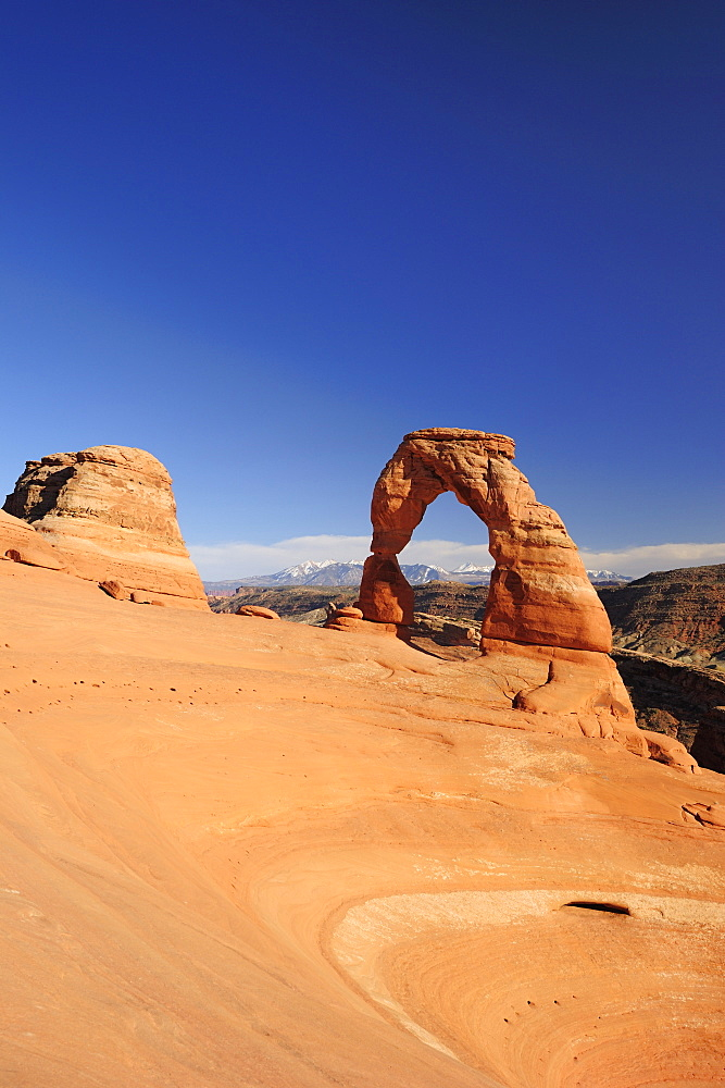 Delicate Arch under blue sky, Arches National Park, Moab, Utah, Southwest, USA, America