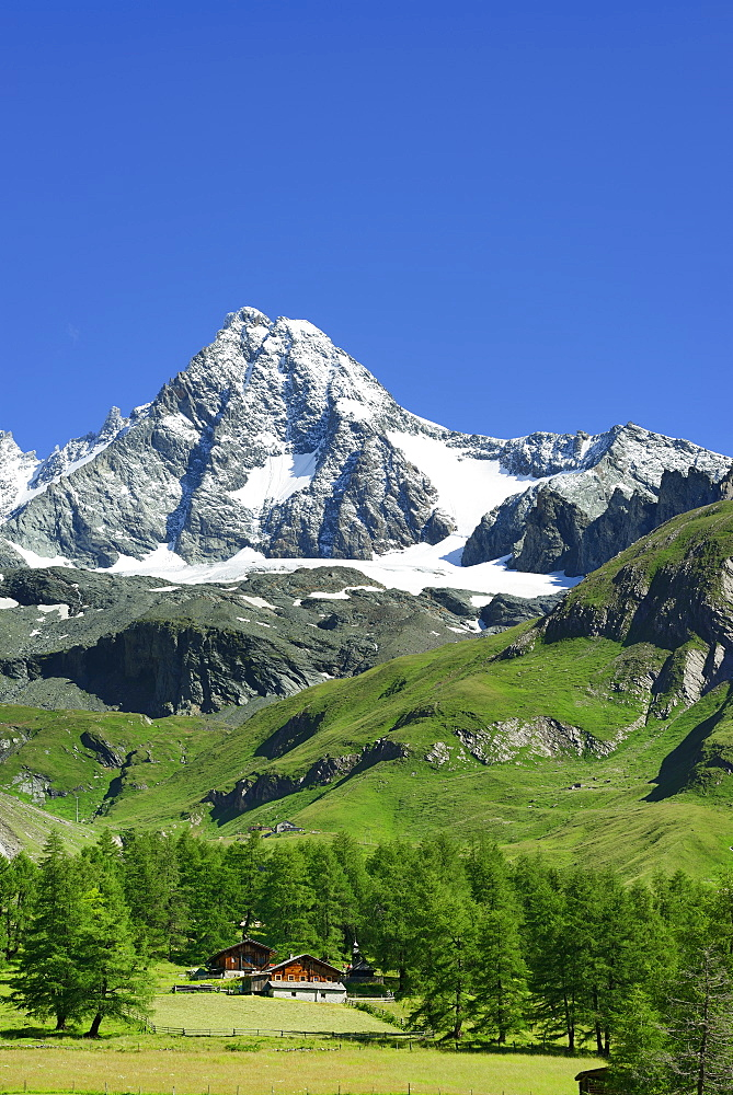 Alpine huts in front of Grossglockner, Luckneralm, Grossglockner, National Park Hohe Tauern, East Tyrol, Austria