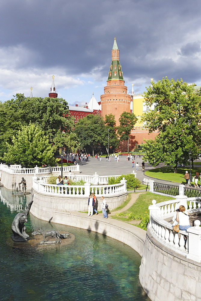 Waterworks between Alexander garden and Manege square and the Arsenal tower in the back, Moscow, Russia