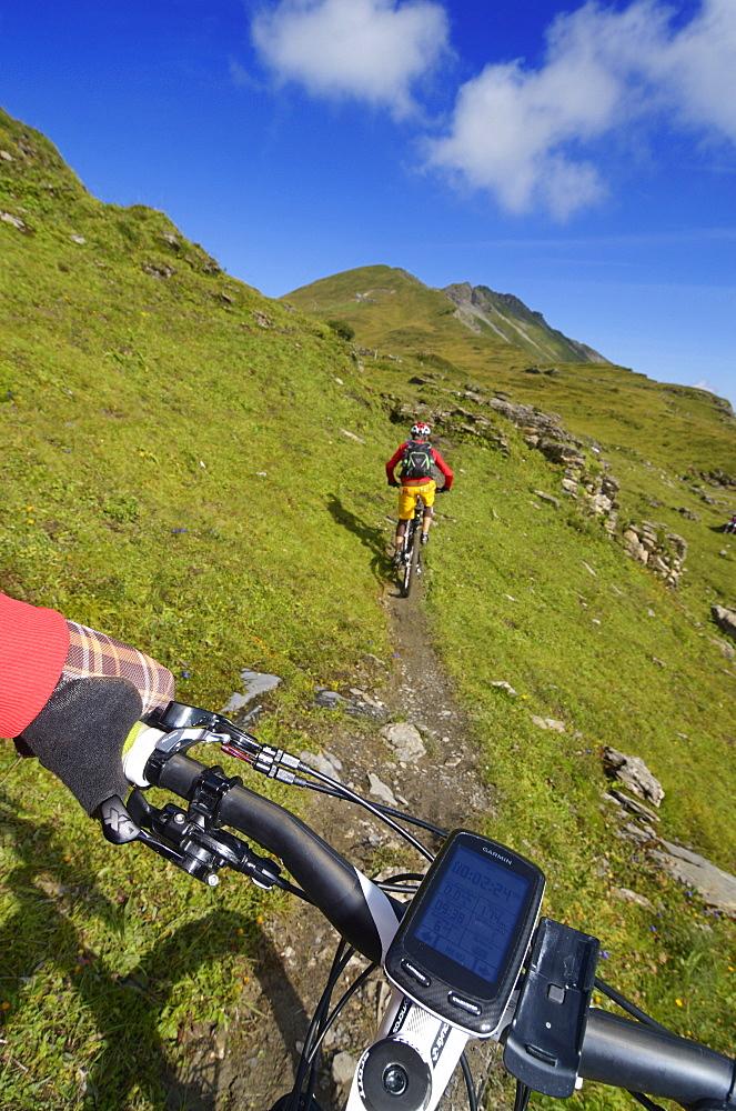 Mountain biker at Col des Anderets, Col du Pillon, Gstaad, Saanenland, Bernese Oberland, Switzerland, Europe
