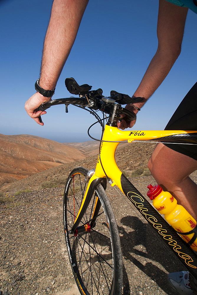 Man on a mountain bike, Los Morretes, Betancuria, Fuerteventura, Canary Islands, Spain, Europe