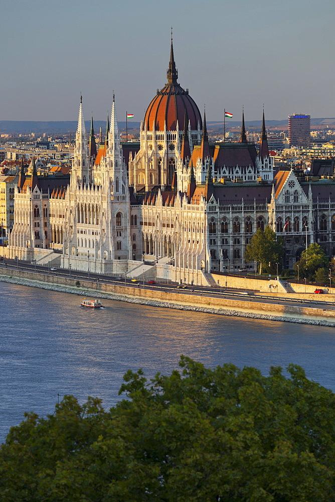 Parliament on the Danube shore, Lajos Kossuth Square, Danube, Budapest, Hungary