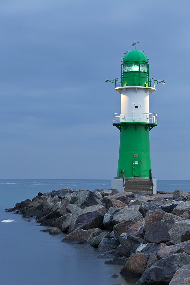 Warnemuende lighthouse, Wast Mole, Warnemuende, Mecklenburg-Vorpommern, Germany