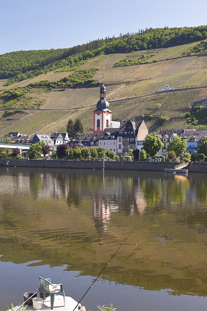Vineyard Zeller Schwarze Katz and the parish church of St. Peter, Zell an der Mosel, Rheinland-Pfalz, Germany