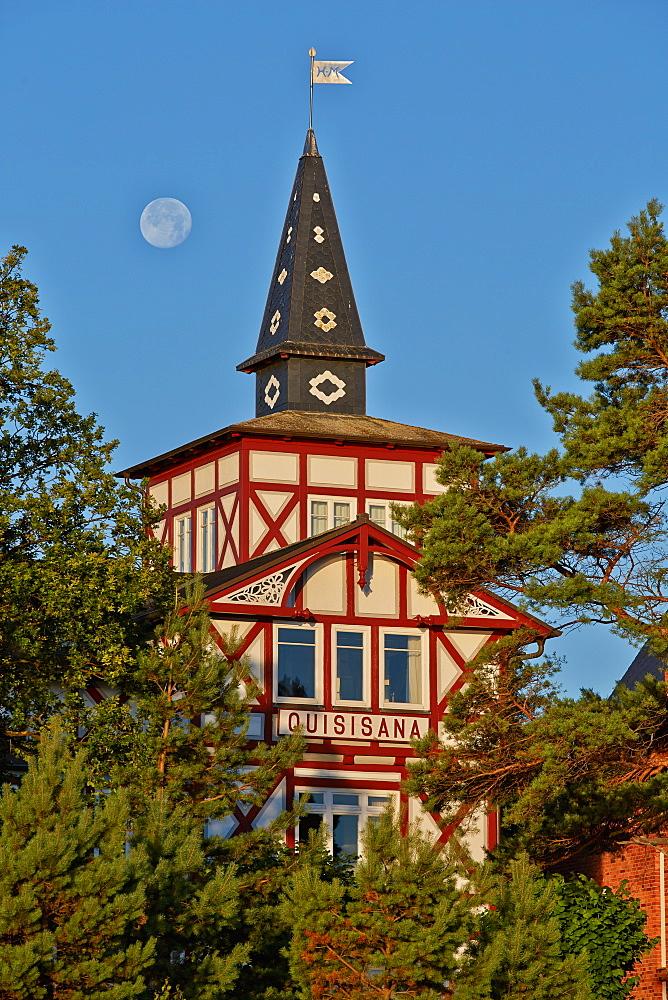 Seaside architecture along the beach promenade, Seaside resort of Binz, Island of Ruegen, Mecklenburg Western Pommerania, Germany