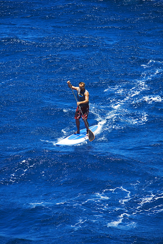 Hawaii, Maui, North Shore, Mark Raaphorst stand up paddling.