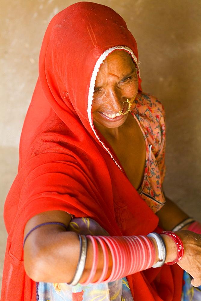 India, Rajasthan, Jodhpur, Great India Thar Desert, woman of the Bishnoi tribe.