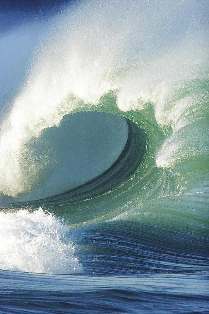 Hawaii, Oahu, North Shore, Waimea Bay, Wild and crashing shorebreak.