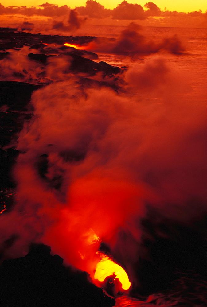 Hawaii, Big Island, Hawaii Volcanoes National Park, Lava flowing in to sea, Kilauea Volcano