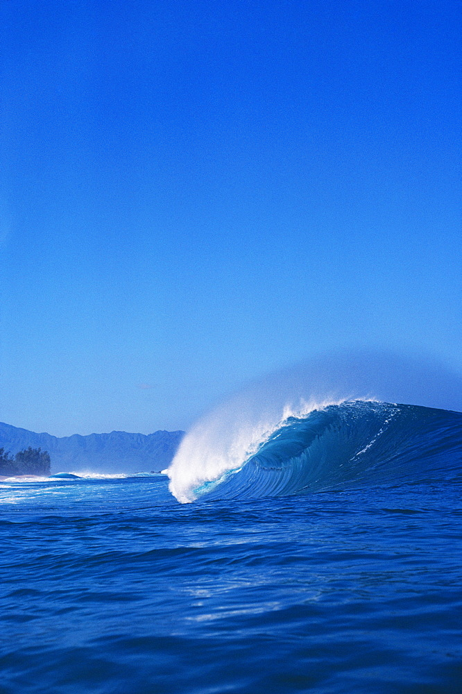 Hawaii, Oahu, North Shore, Pipeline, Curling wave.