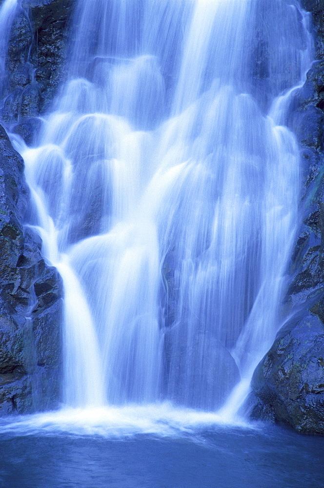 Hawaii, Oahu, North Shore, Waimea Falls Park, waterfall close-up, rushing action A20D