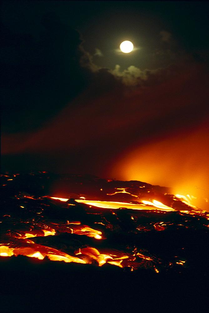 Hawaii, Big Island, Kilauea Volcano, lava flows into ocean, Hawaii Volcanoes National Park full moon, A27C