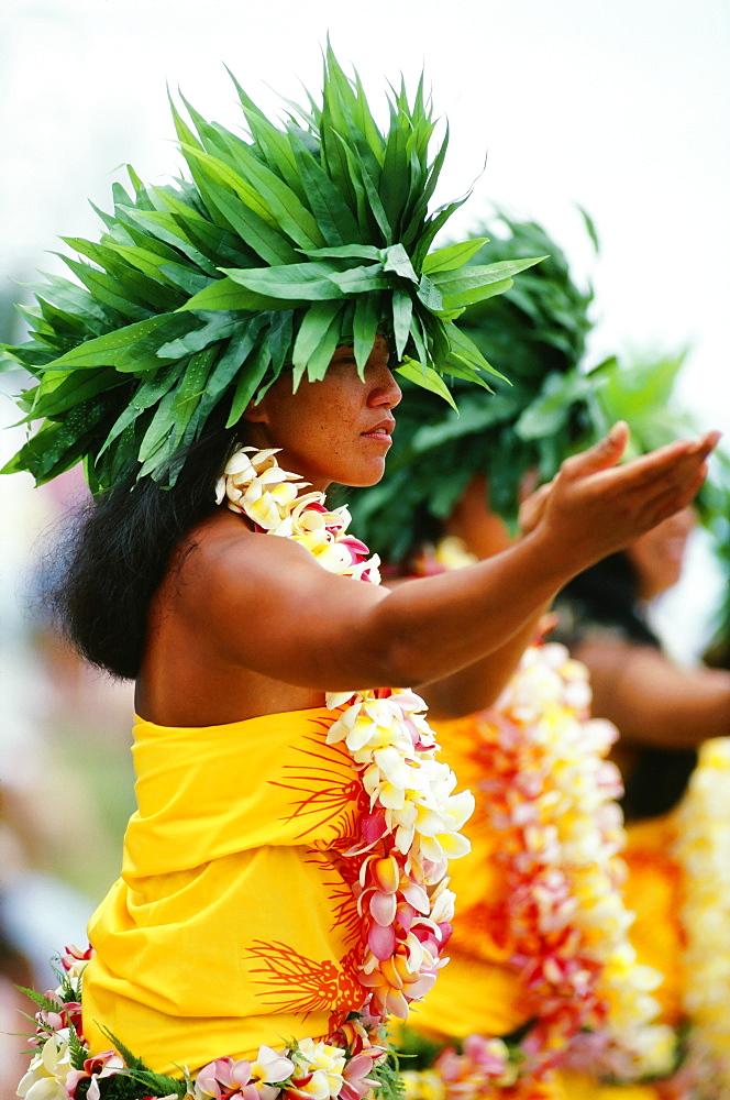 French Polynesia, Bor Bora, Tahitian Dancers In Native Costume, Green Plant Headresses. - 1116-39219