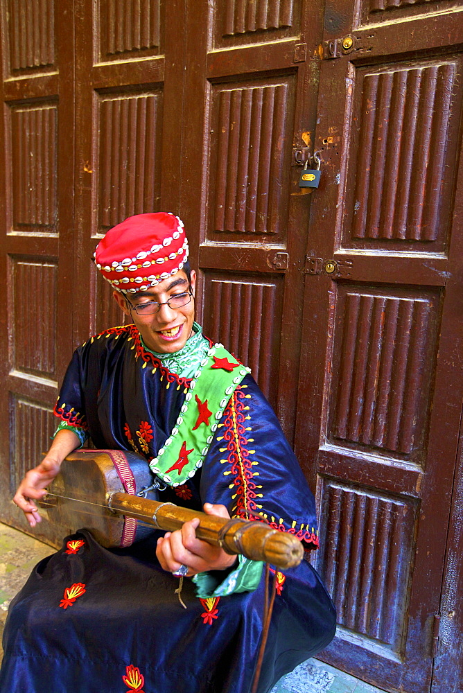 Musician, Medina, Fez, Morocco, North Africa, Africa - 1126-1007