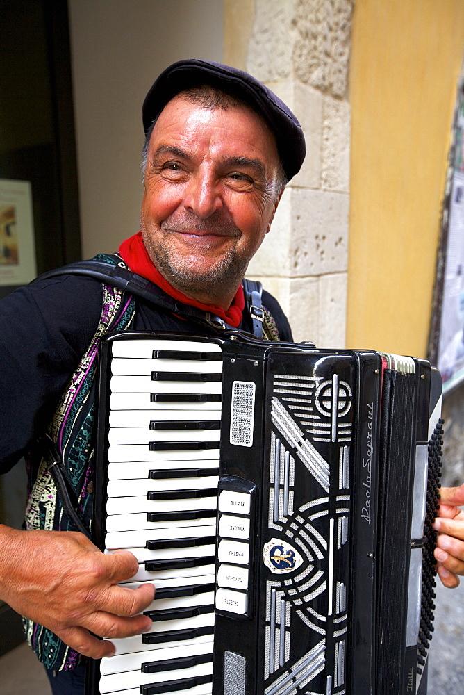 Street accordionist, Ortygia, Syracuse, Sicily, Italy, Europe