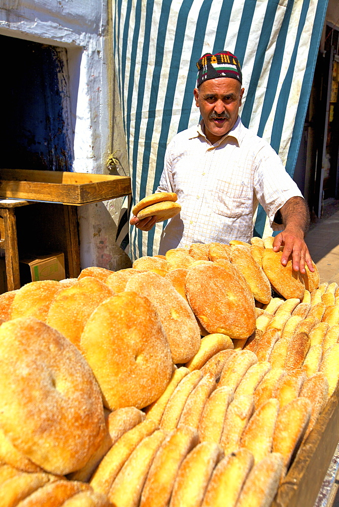 Baker with freshly baked bread, Rabat, Morocco, North Africa, Africa