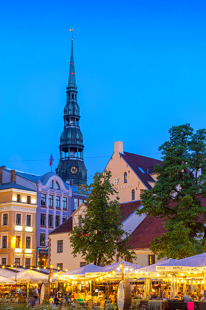 Restaurants in Old Town at night, Riga, Latvia, Europe