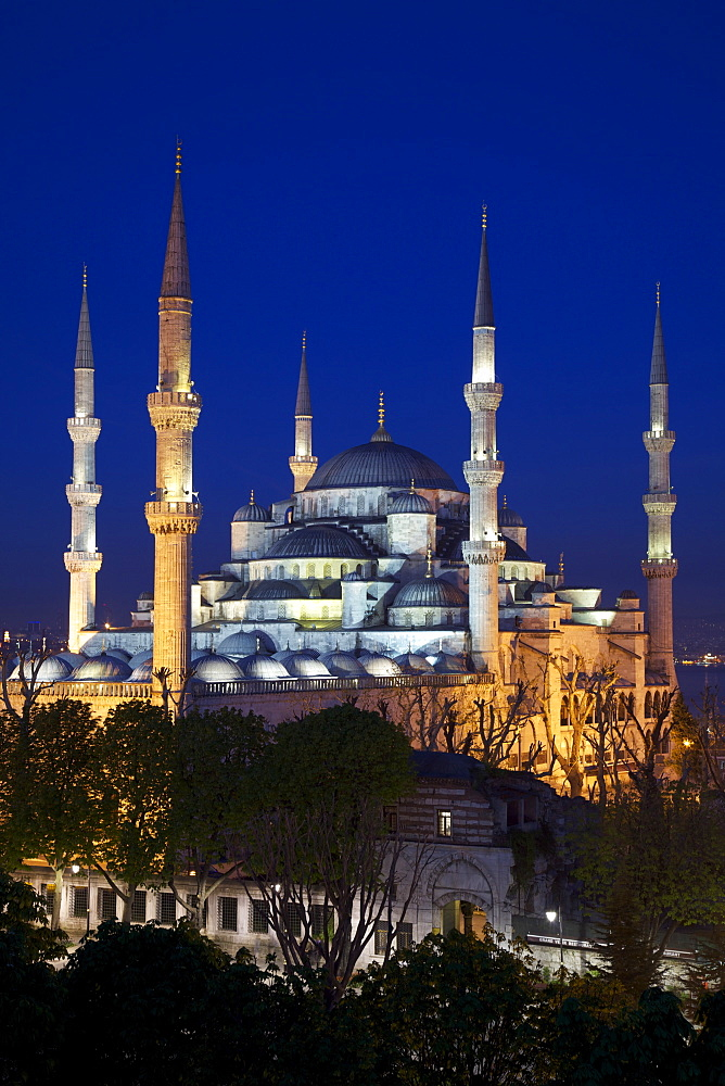 Blue Mosque (Sultan Ahmet Camii), UNESCO World Heritage Site, at dusk, Istanbul, Turkey, Europe  - 1126-779