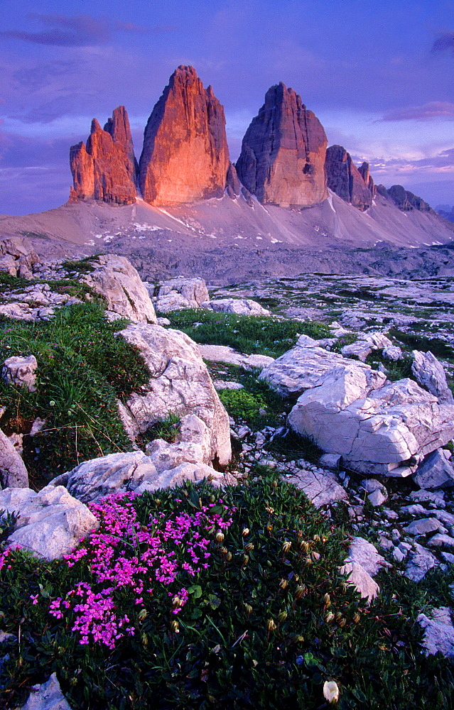 Three Chimneys, Small Chimney, 2857 m, Big Chimney, 2999 m and Western Chimney, 2973 m, Lavaredo, Dolomites, South Tyrol, Italy