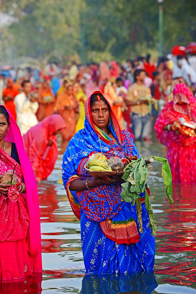 Hindu woman during the Chhath festival, New Delhi, India / New Dehli, Hindu festival, indian woman