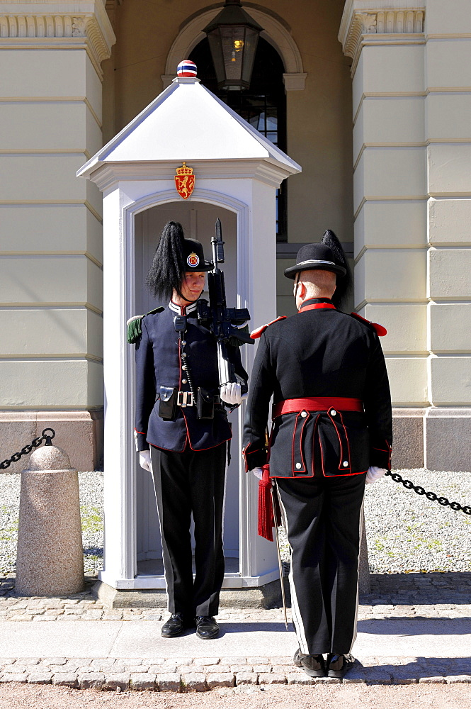 Guard of honor, honour, Royal Palace, Oslo, Norway / Det kongelige slott