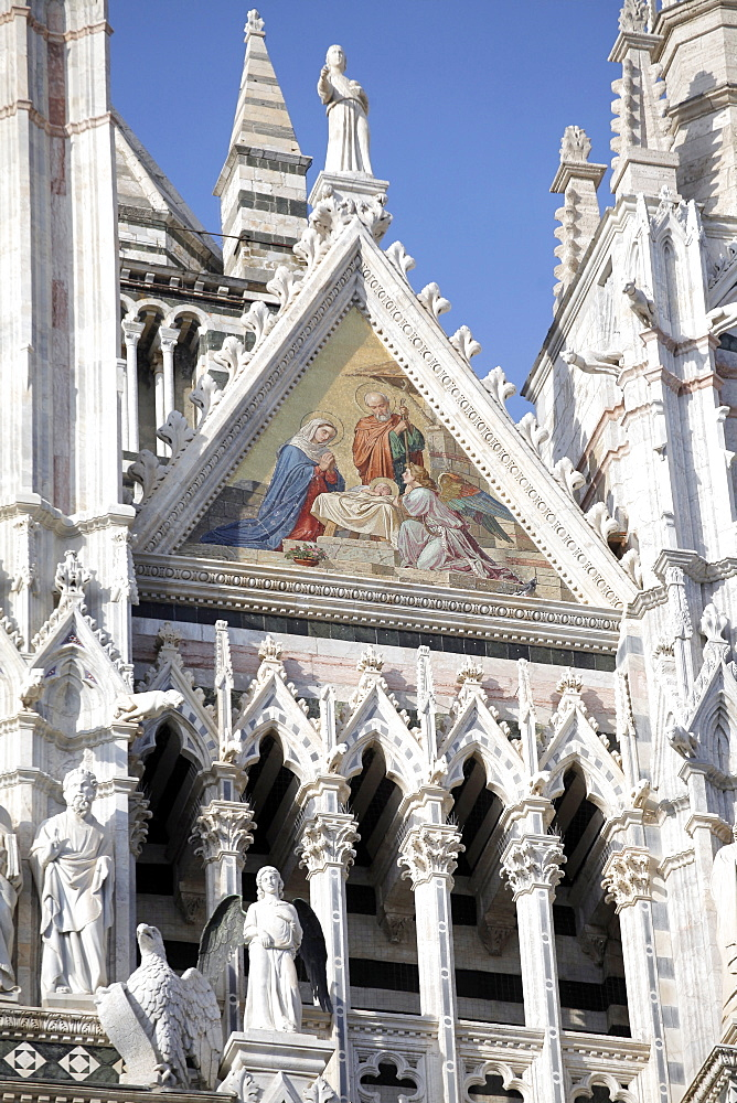 Carvings on Cathedral of Siena facade, Siena, UNESCO World Heritage Site, Tuscany, Italy, Europe