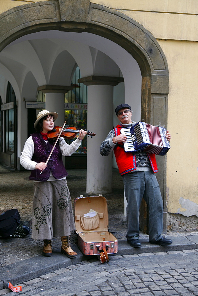 Violin and accordion musicians, Prague, Czech Republic, Europe