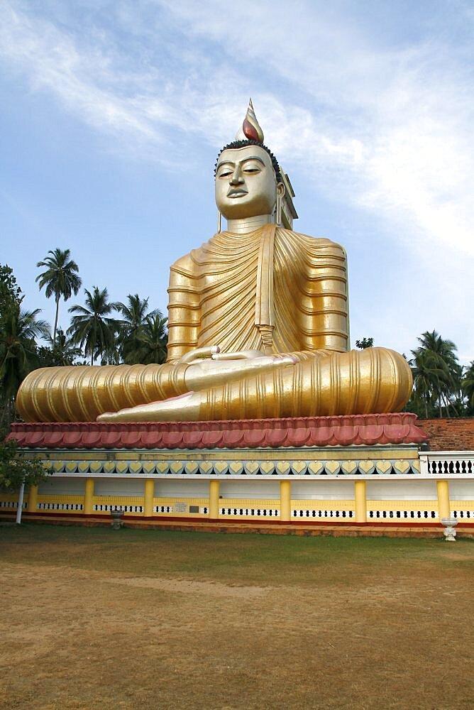 Large seated Buddha, Dikwella, Sri Lanka, Asia