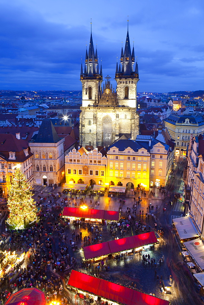 Overview of the Christmas Market and the Church of Our Lady of Tyn on the Old Town Square, UNESCO World Heritage Site, Prague, Czech Republic, Europe