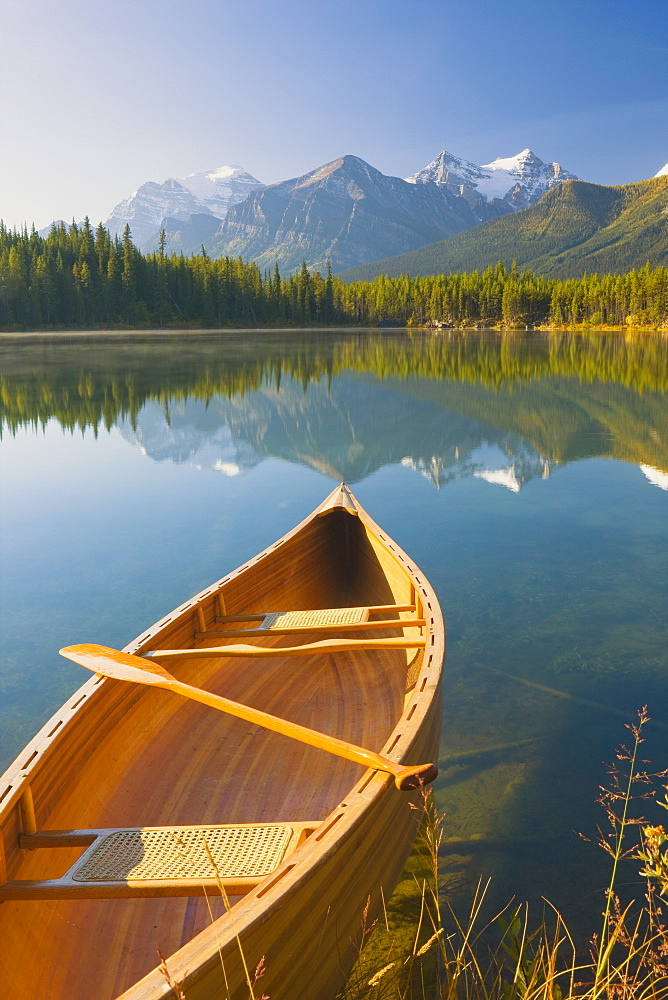 Canoe on Herbert Lake at sunrise, Banff National Park, UNESCO World Heritage Site, Alberta, Rocky Mountains, Canada, North America - 1132-414