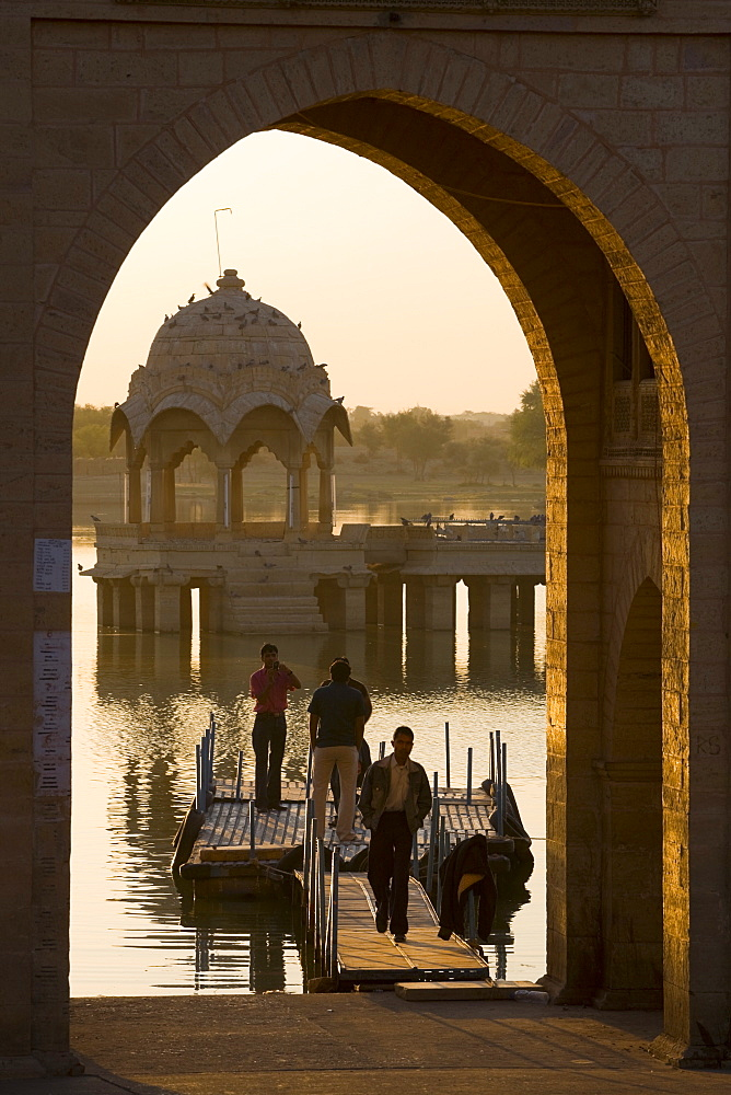 Tilon-ki-Pol, Gadi Sagar, Jaisalmer, Western Rajasthan, India, Asia