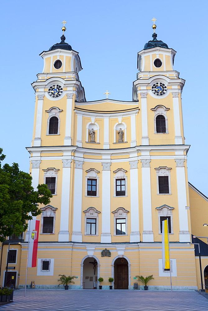 Mondsee Abbey, Market Square, Mondsee, Mondsee Lake, Oberosterreich (Upper Austria), Austria, Europe - 1158-412