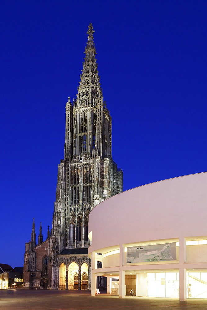 Cathedral and Stadthaus (Assembly Hall), Ulm, Baden Wurttemberg, Germany, Europe