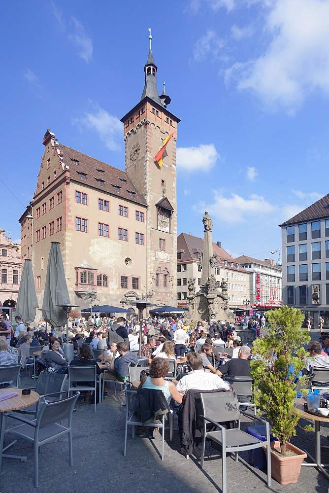 Town Hall, Grafeneckart Tower, street cafe, Vierroehrenbrunnen fountain, Wurzburg, Franconia, Bavaria, Germany, Europe