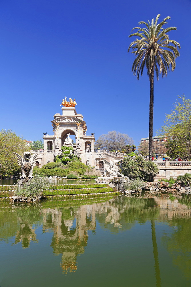 La Cascada, fountain with Quadriga de l'Auroa, architect Josep Fontsere, Parc de la Ciutadella, Barcelona, Catalonia, Spain, Europe