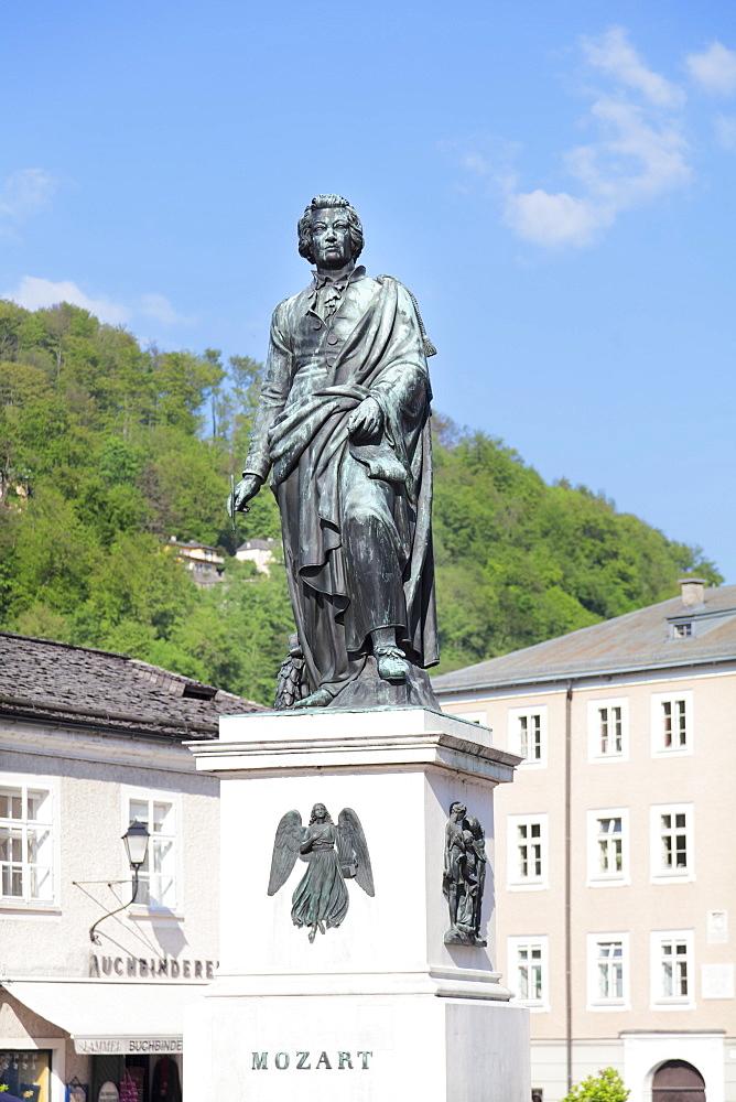 Mozart monument, Mozartplatz square, Salzburg, Salzburger Land, Austria, Europe