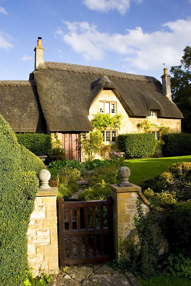 Thatched Cottage In Chipping Campden The Cotswolds Gloucestershire United Kingdom