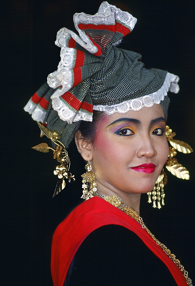 Woman wearing traditional Indonesian dress, Jakarta, Indonesia. - 1161-2431