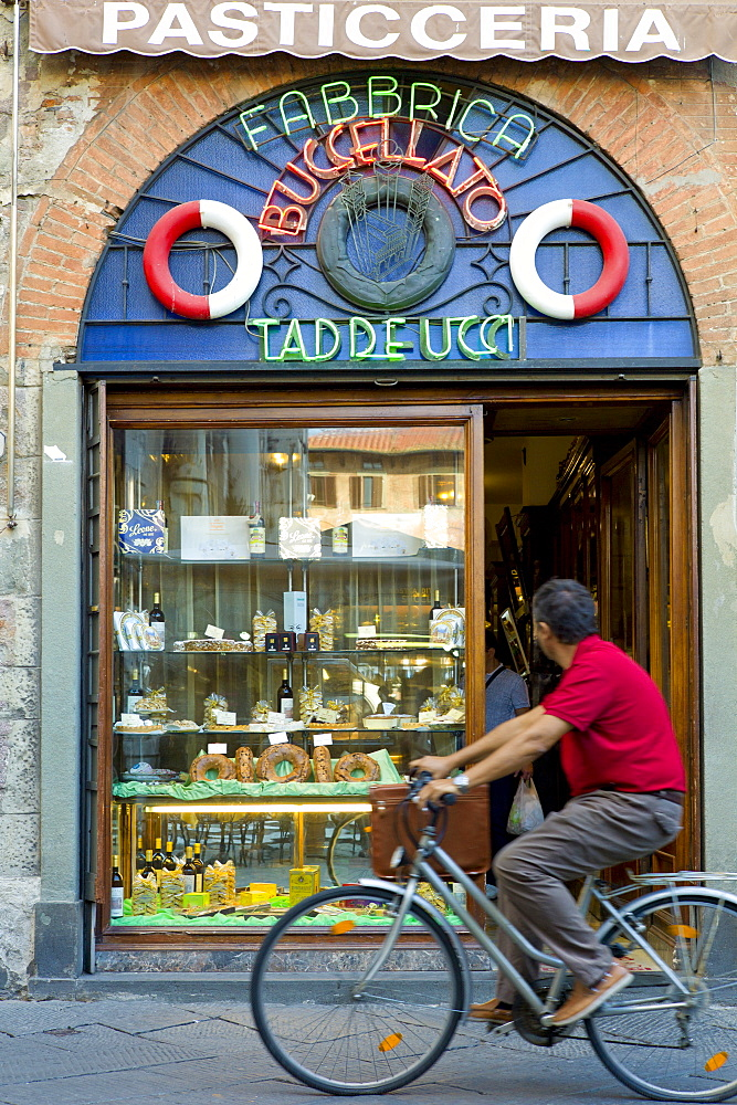 Fabbrica Taddeucci patisserie shop and cafe in Piazza San Michele, Lucca, Italy