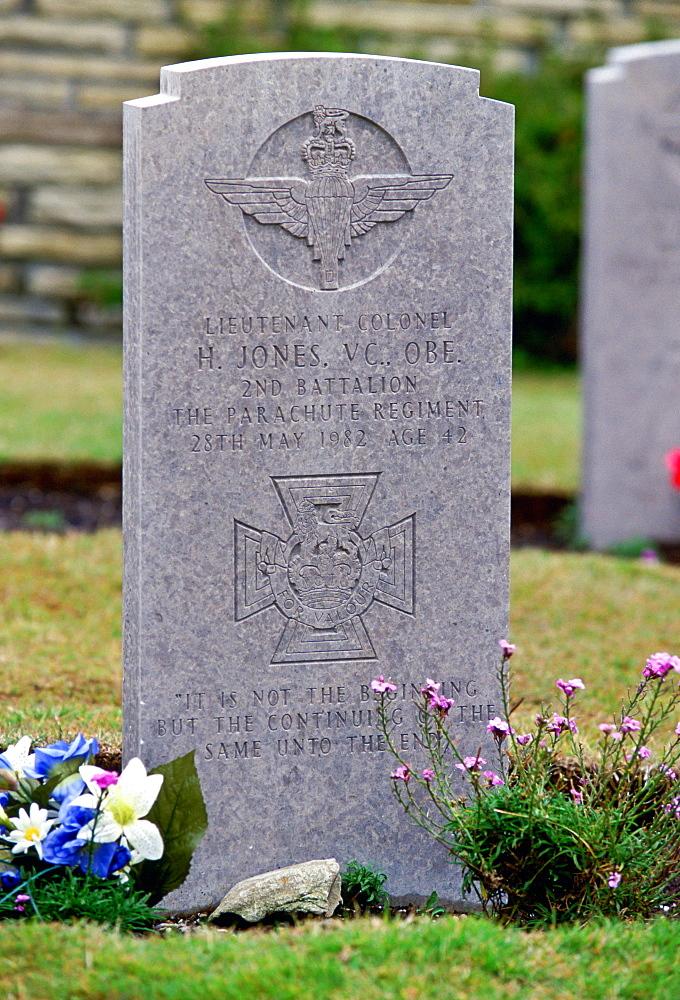 Grave of Colonel H Jones of 2nd Battalion Parachute Regiment, Falkland Islands