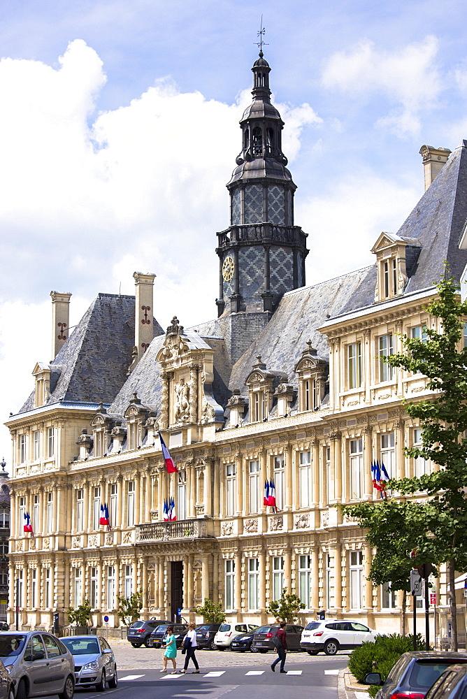 Hotel de Ville (town hall) in Place de l'Hotel de Ville in Reims, Champagne-Ardenne, France, Europe