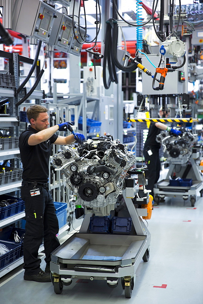 Engineer at work hand-building one complete M157 5.5L V8 biturbo engine, Mercedes-AMG engine production factory in Affalterbach, Bavaria, Germany, Europe