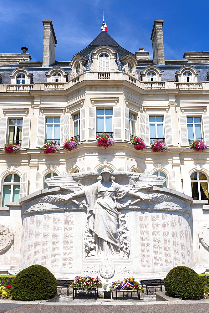 Hotel de Ville (Town Hall) in Avenue de Champagne, Epernay, Champagne-Ardenne, France, Europe