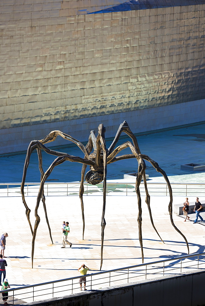 Guggenheim Museum and giant spider sculpture Maman in Bilbao, Euskadi, Spain, Europe