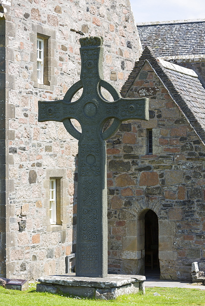 Celtic high cross, St. Martin's Cross, Iona Abbey, Isle of Iona, Inner Hebrides and Western Isles, Scotland, United Kingdom, Europe