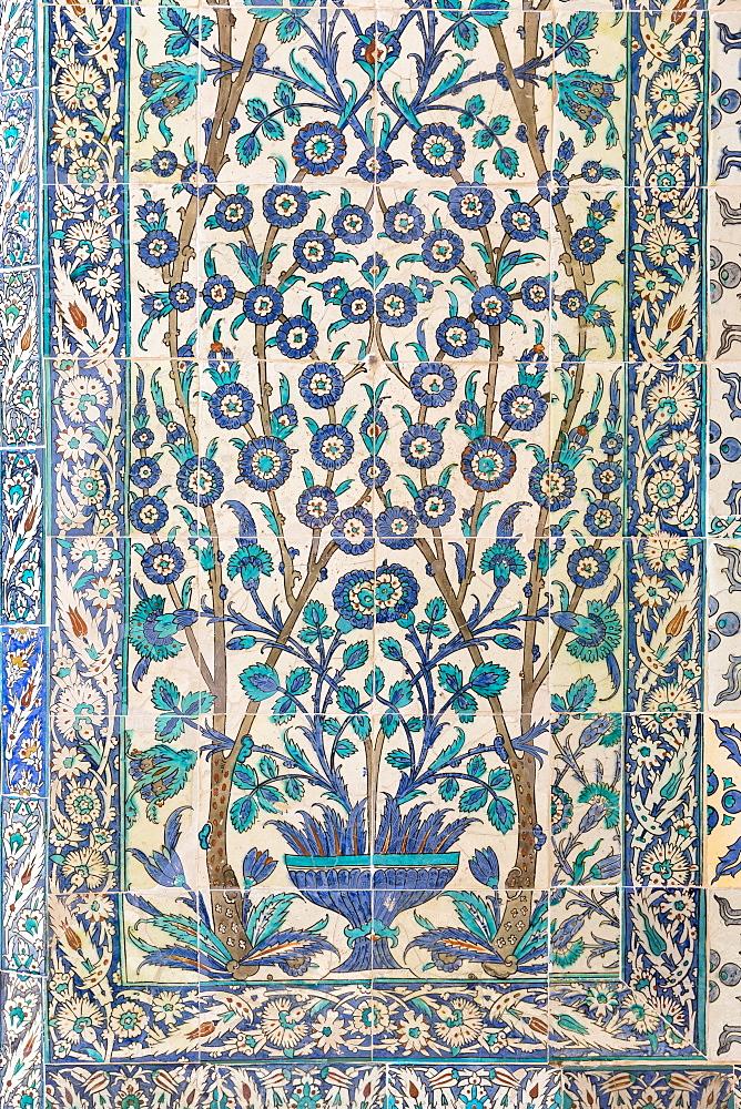 Kutahya and Iznik ceramic 17th century tiles at Topkapi Palace (Topkapi Sarayi), UNESCO World Heritage Site, part of Ottoman Empire, Istanbul, Turkey, Europe, Eurasia