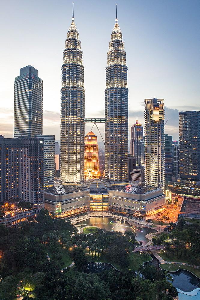Petronas Towers and KLCC, Kuala Lumpur, Malaysia, Southeast Asia, Asia  - 1163-63