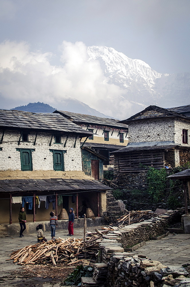 The village of Ghandruk, with Annapurna South in the background, Annapurna Conservation Area, Nepal, Himalayas, Asia  - 1163-68