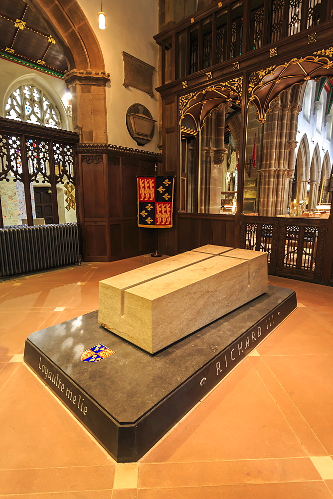 Stone tomb of reinterred King Richard III (Third), Leicester Cathedral, Leicester, Leicestershire, England, United Kingdom, Europe